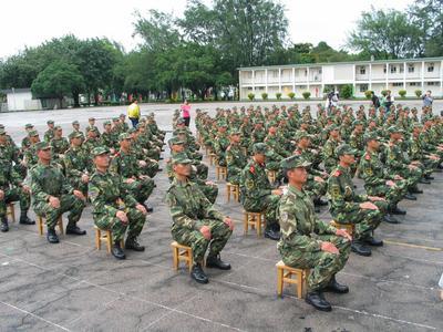 军营士兵训练生活照; 士兵训练生活照分享